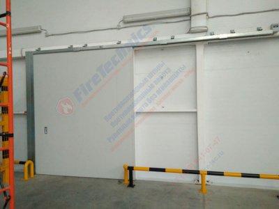 Противопожарные откатные ворота FireTechnics-P EI60 с дверью